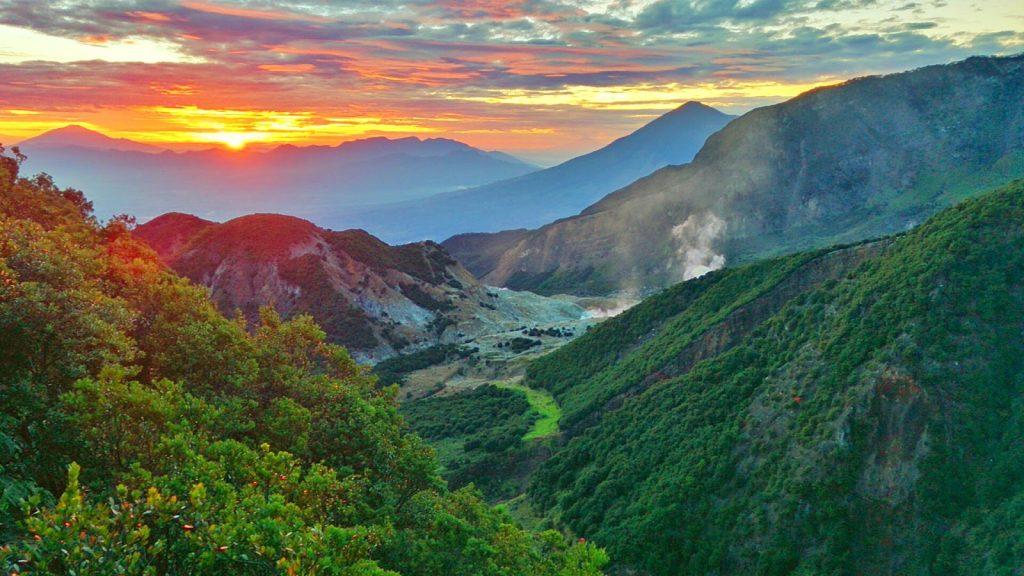 matahari terbit gunung papandayan